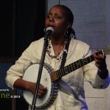 Veronika Jackson playing the banjo